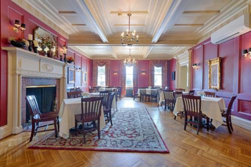 79 Albany St Cazenovia NY-large-006-11-Dining Room 1-1500x1000-72dpi